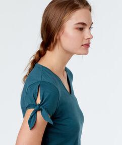 Tričko se staženými rukávy bleu.