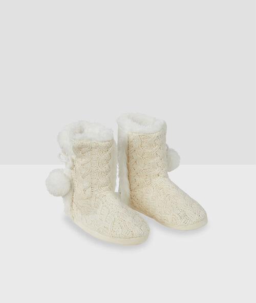 Kožešinové domácí boty sbambulemi