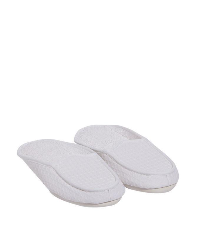 Pantofle, pletené se vzorem včelích pláství bílá.