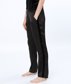 Saténové kalhoty se sametovými proužky noir.