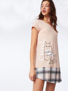 Noční košile s nápisem broskvová.