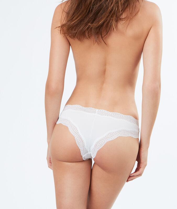 Kalhotky brazilky s lemováním vzorovanou krajkou bílá.