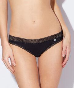 Kalhotky<br /> - mikrovlákno a krajka, efekt druhé pokožky černá.