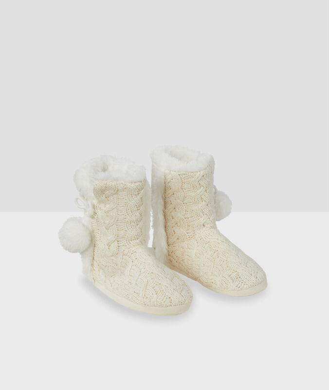 Kožešinové domácí boty sbambulemi béžová.