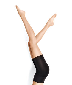 Kalhotky shorty strojím efektem: stehna, zadek, pas noir.