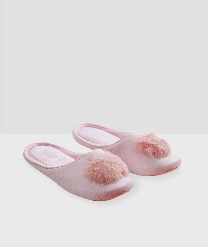 Pantofle se střapci růžová.