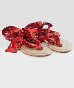 Plážové sandály se stuhami červená.