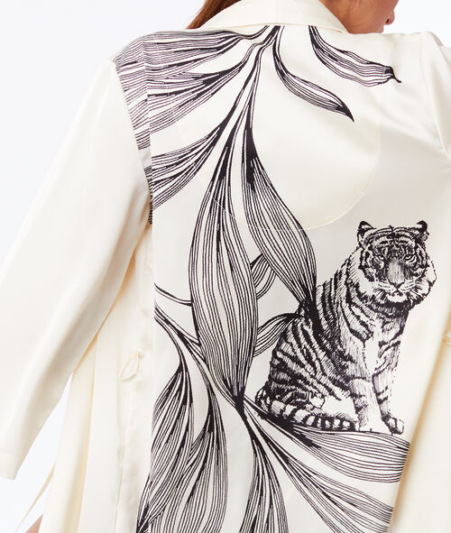 Saténové negližé s tygřím otiskem na zádech
