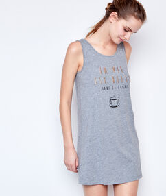 Noční košilka s nápisem gris.