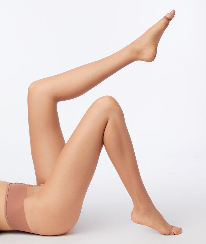 Silonky efekt obnažené nohy sotevřenou špičkou písková.