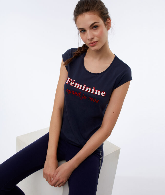 Tričko snápisem námořnická modrá.