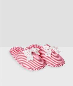 Pruhované pantofle na doma s puntíkovanou mašličkou růžová.