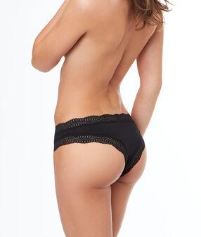 Kalhotky brazilky s lemováním vzorovanou krajkou černá.