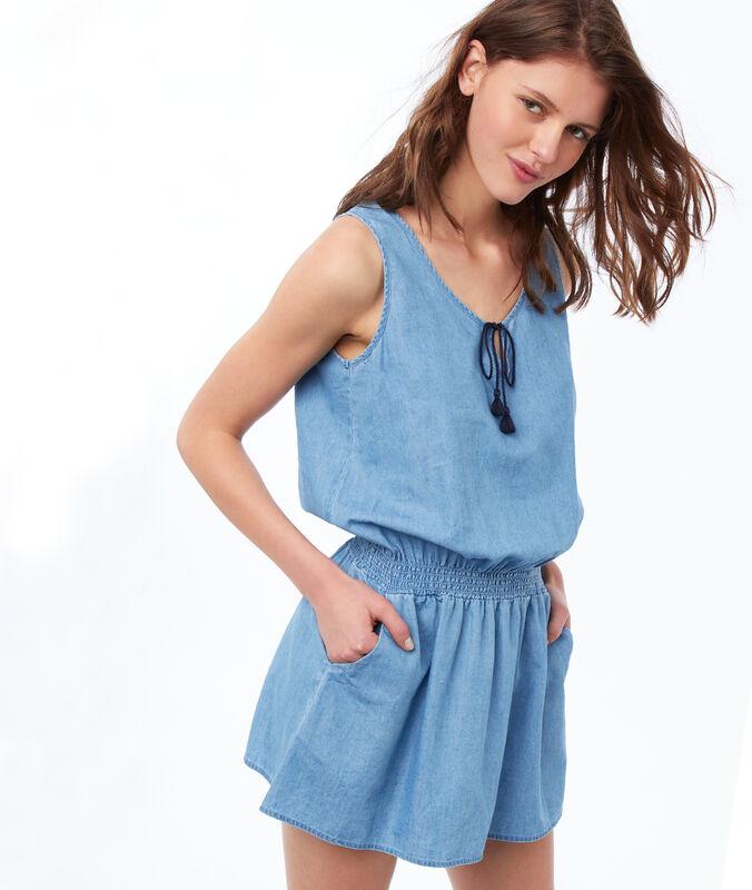 Přiléhavá noční košilka modrá.