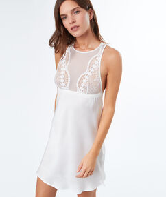Noční košilka se saténovou krajkou blanc.