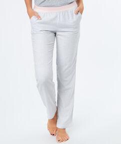 Kalhoty s úzkými proužky gris.